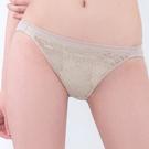 思薇爾-慕戀系列M-XL蕾絲低腰三角內褲(貝沙金)