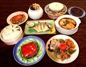 免運套餐(三拼+烤方+馬袓紅糟花雕雞+蟹年糕+煙燻金鯧魚+一品佛跳牆+蘿蔔糕+黑糯米年糕)