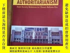 二手書博民逛書店Accepting罕見AuthoritarianismY1280