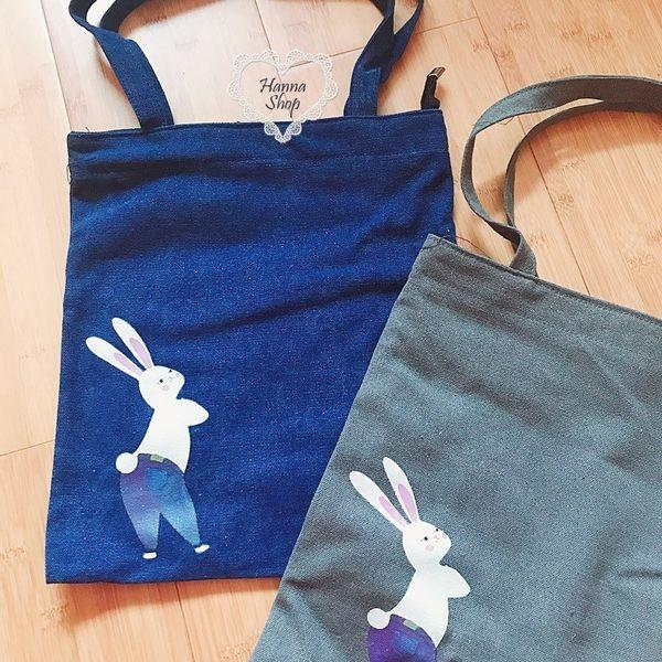 《花花創意会社》外流。站立小兔單寧肩揹包。二色【H6447】