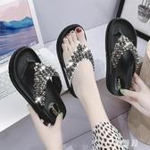 拖鞋女外穿時尚百搭人字拖2020新款海邊沙灘鞋厚底串珠涼拖鞋 EY11113『雅居屋』