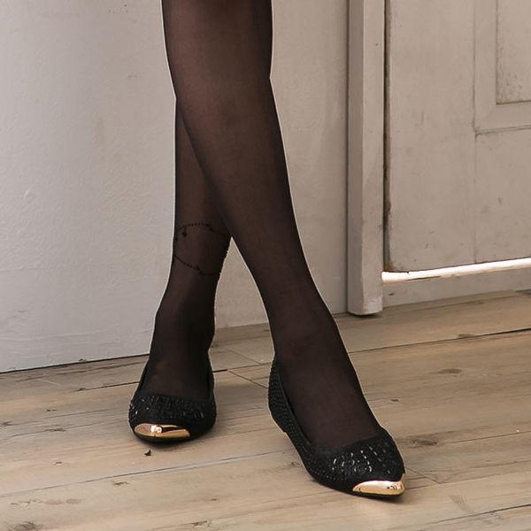 [Here Shoes]黑色 高質感皮金屬尖頭黑鑽造型包鞋 低調奢華 平底鞋 娃娃寫 舒適好走─KF1388