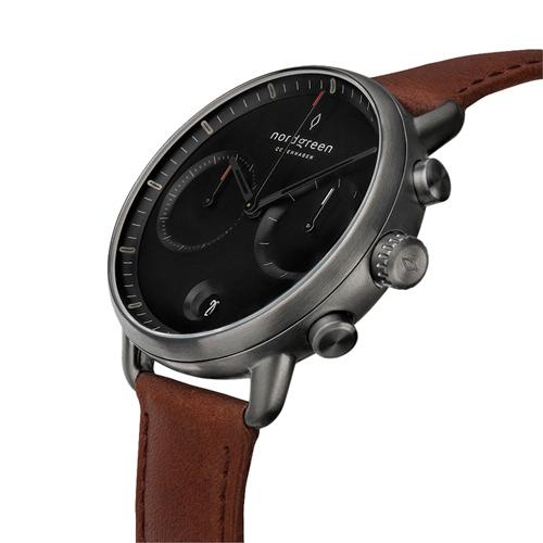 Nordgreen 42mm 復古棕真皮錶帶 Pioneer先鋒 北歐設計師手錶 藍寶石鏡面 計時碼錶 深空灰殼 極夜黑錶盤