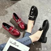 小皮鞋英倫風小皮鞋女粗跟淺口百搭休閒鞋新款原宿韓版學生單鞋亮皮 交換禮物
