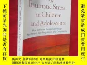 二手書博民逛書店Treating罕見Traumatic Stress in Ch