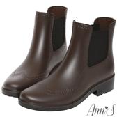 Ann'S沒用的傘-仿皮革質感牛津雕花防水短筒雨靴-咖啡