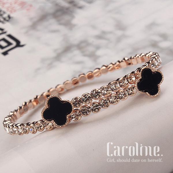 《Caroline》★流行時尚韓星最愛極致閃耀鋯鑽黑色四葉草極簡氣質簡約潮流時尚手環69563