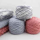手工編織圍巾毛線團