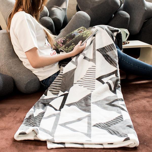 保暖毯 毛毯 毯子 法蘭絨 懶人毯 冷氣毯150X200cm 三角幾何【D009】