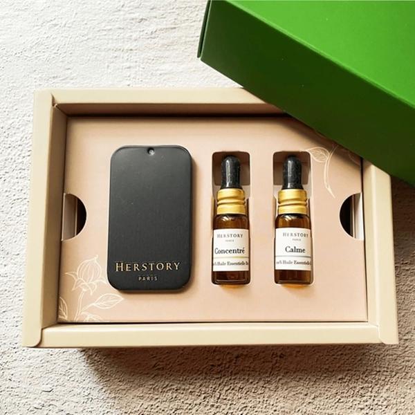 【南紡購物中心】【HERSTORY】法國擴香扣 天然防疫禮盒 - Aroma Pin Gift Set 含兩瓶複方精油