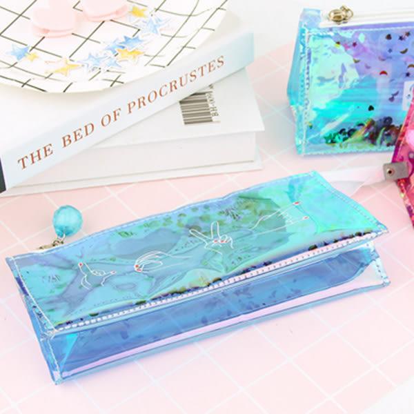 【BlueCat】萌妹文字炫酷鐳射透明彩色筆袋 鉛筆盒(三角款)
