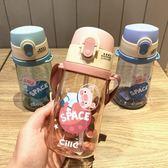 吸管杯 兒童吸管杯學飲杯小學生嬰幼兒防漏帶背帶喝水杯子帶吸管水壺  英賽爾3C數碼店