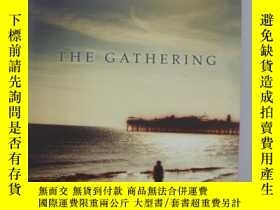 二手書博民逛書店THE罕見GATHERING (Winner of the Ma