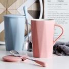 陶瓷杯子個性創意潮流馬克杯帶蓋勺茶杯簡約喝水杯家用男女咖啡杯 【夏日新品】