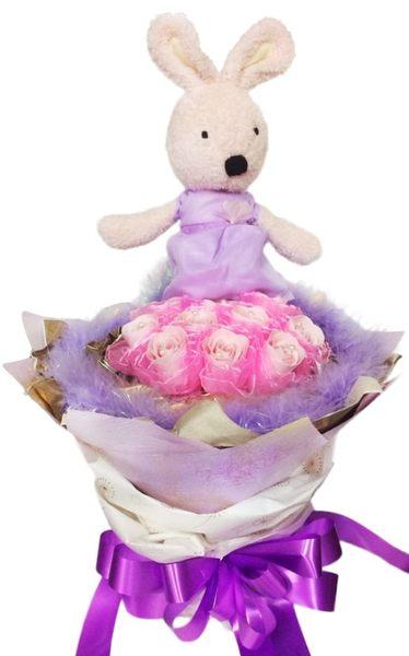 娃娃屋樂園~30cm法國兔+10朵玫瑰香皂花束 每束1000元/花束商品/香皂花束/教師節花束