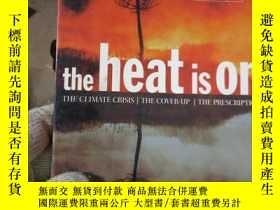 二手書博民逛書店The罕見Heat Is On: The Climate Cri
