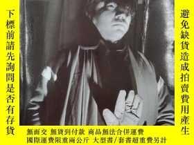 二手書博民逛書店La罕見figure de l artiste et le statut de son oeuvre en Chi