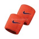 Nike 護腕 Swoosh Wristbands 橘 藍 男女款 勾勾 一組兩入 球類運動 運動休閒 【ACS】 N000156580-4OS