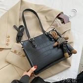 手提包 秋季網紅高級感包包新款潮時尚手提女包洋氣單肩包百搭小方包 快速出貨