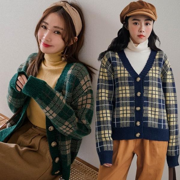 現貨-MIUSTAR 厚實感!琥珀排釦配色方格毛衣外套(共2色)【NH3671】預購