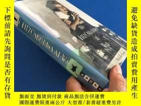 二手書博民逛書店THE罕見FITZOSBORNES AT WAR【精裝】Y814