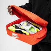 NIKE 手提包 鞋袋 SHOE BOX BAG 橘白勾 經典鞋盒 健身包 手拿包 鞋盒包 (布魯克林) BA6149-810