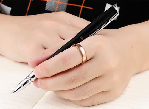 《 QBOX 》FASHION 飾品【R1000N424】精緻個性光滑素面玫瑰金鈦鋼戒指/戒環