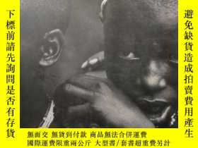 二手書博民逛書店Humanity罕見and inhumanity, Thphot