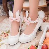 鞋子 蝴蝶結兔兔耳朵毛球繫踝粗跟鞋-Ruby s 露比午茶
