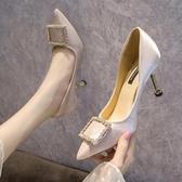 水鑽方扣淺口貓跟女鞋新款春秋米白色百搭高跟鞋女細跟潮單鞋 凱斯盾