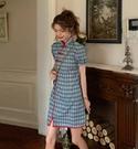 VK精品服飾 中國風復古格紋盤扣泡泡袖改良旗袍短袖洋裝