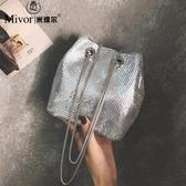 包包 夏天小包包女韓版水桶包亮片閃鉆斜背鏈條手提側背包 快速出貨