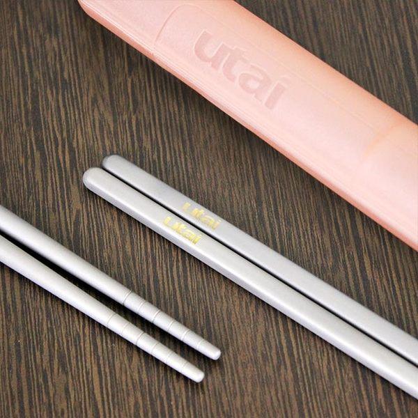 魔力坊嚴選 Utai系列 超值2雙組純鈦筷子+筷盒(3色隨機出貨)【MF0425】(SF0130)