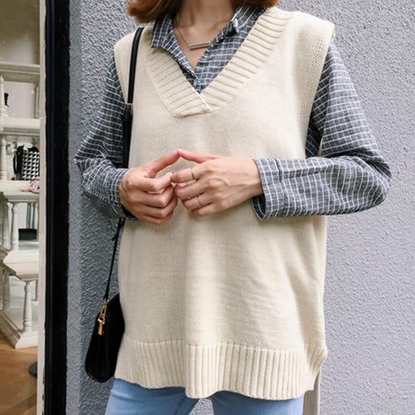 現貨-背心-邊邊坑條V領針織毛衣背心 Kiwi Shop奇異果1229【SOG4507】