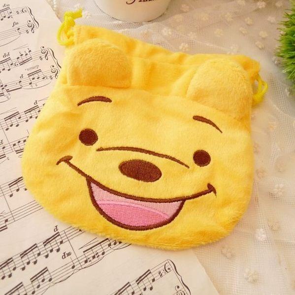 【發現。好貨】迪士尼 維尼大臉造型 拉繩毛絨束口袋 收納袋 相機袋 衛生棉包 化妝包