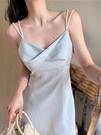 雪紡洋裝 海邊度假氣質法式復古吊帶連身裙夏2021新款溫柔仙氣光澤雪紡裙女 晶彩