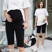時尚率性毛邊高腰孕婦【腰圍可調】五分牛仔褲 黑色【CWH970207】孕味十足 孕婦裝