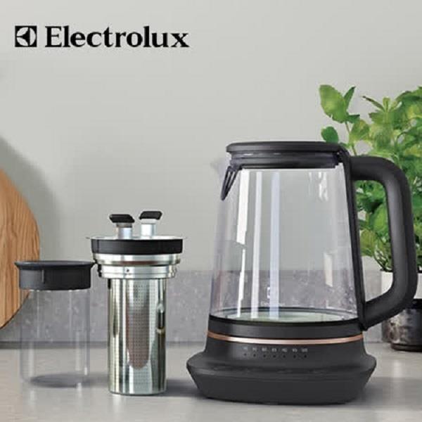 【南紡購物中心】Electrolux 伊萊克斯 E7GK1-73BP 玻璃溫控電茶壺