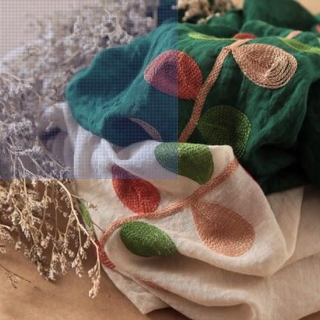 [協貿國際]  女士春秋季精緻刺繡葉子簡約圍巾大披肩 (1入)