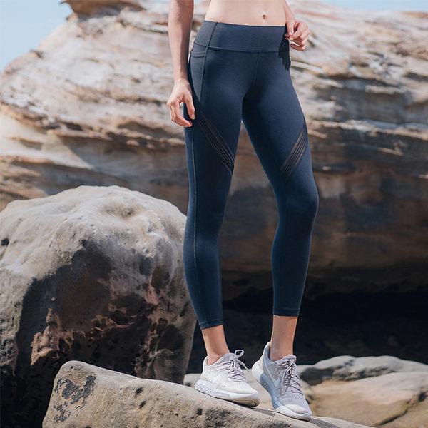 【MACACA】小臀美系木紋口袋七分褲- AQE7111(黑)(瑜伽/慢跑/健身/訓練/飛輪)