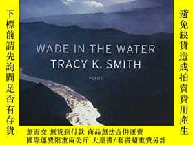 二手書博民逛書店Wade罕見In The Water: PoemsY256260 Tracy K. Smith Graywol