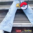 Levis X Pokemon 寶可夢限量聯名 女款 High Loose 復古超高腰牛仔寬褲 / 精工寶可夢刺繡 / 精靈球旗標