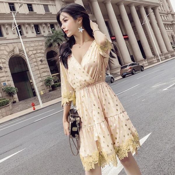 2018秋裝新款韓版氣質低胸V領五分袖高腰網紗拼接花邊蕾絲洋裝