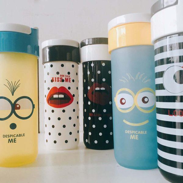 水杯【KCG115】時尚提手可愛點點條紋杯310ml 水瓶 瓶子 咖啡杯 隨行杯 水壺-123ok