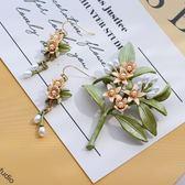 【彭伯里】一樹橙花~ 典雅復古綠葉珍珠花朵胸針胸花 耳環耳夾女