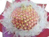 娃娃屋樂園~天長地久101朵-浪漫蕾絲金莎(羽毛)+2隻小熊花束-情人節花束 每束2550元/花束/金莎花束