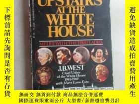 二手書博民逛書店英文書罕見UPSTAIRS AT THE WHITE HOUSE