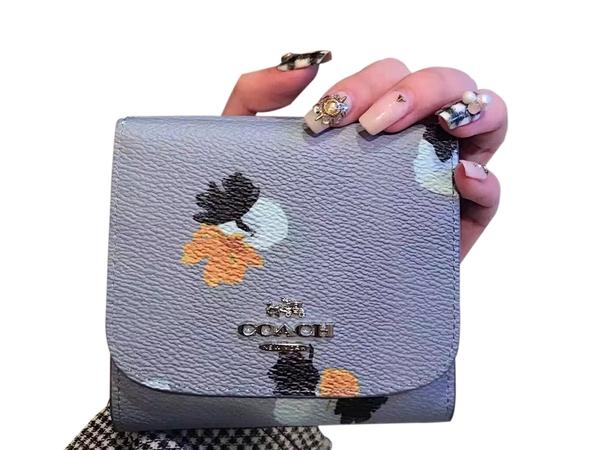 ~雪黛屋~COACH 短夾國際正版保證防水防刮皮革三折暗釦型主袋外拉鍊零錢袋品證購證盒塵套提袋