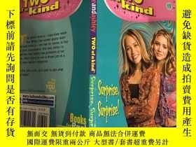 二手書博民逛書店two罕見of a kind surprise surprise 兩個驚喜,Y200392
