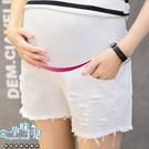 時尚個性破洞毛邊孕婦【腰圍可調】牛仔短褲 兩色【COH500107】孕味十足 孕婦裝